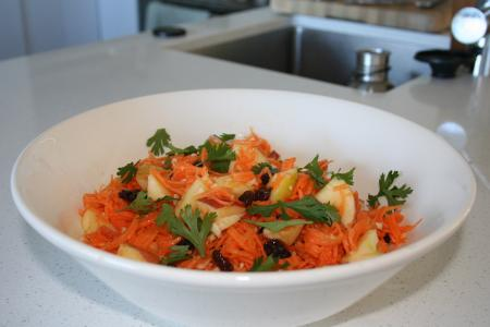 Thai Spicy Carrot & Apple Salad