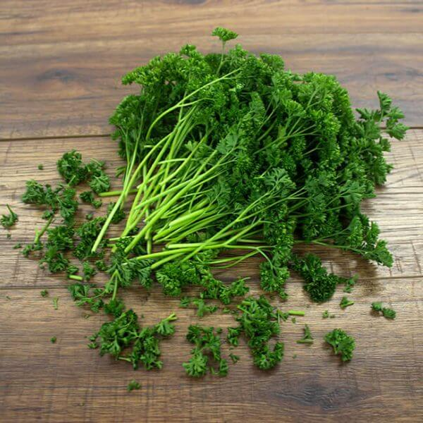 Parsley (Petroselinum crispum) Health Benefits